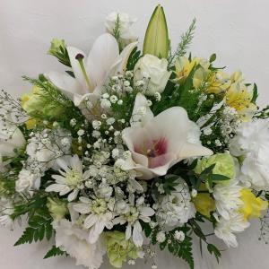 故人を偲ぶお花のご注文も承っております。