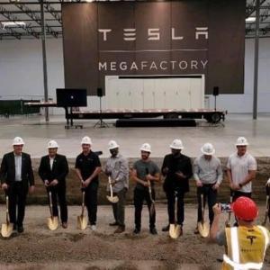 テスラ、大型蓄電池メガパック生産用「メガファクトリー」米で着工!