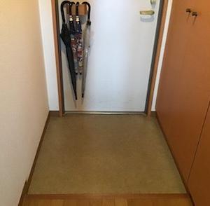 フロアマットで玄関の床を模様替え!