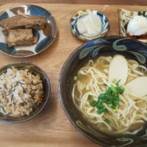 充実した沖縄そばセット!リーズナブルで美味い!!と妻が大絶賛・・・たんちゃそば(谷茶)