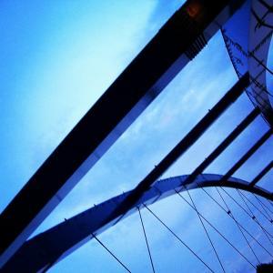 映画「夜空はいつでも最高密度の青色だ」
