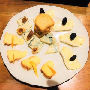 沖縄県那覇市新都心「チーズバル ティンガーラ」で、こだわりチーズ料理を堪能してきた。