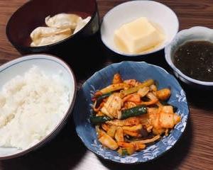 今日の晩ご飯(479):水餃子とキムチ炒め