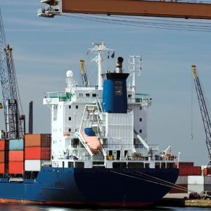【インコタームズ2020 | CIF】売主の責任は船の上に置くまで輸送費と保険は仕向港まで