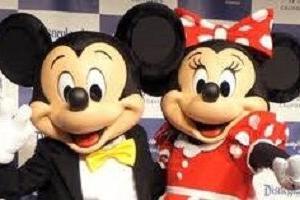 東京ディズニーリゾート『緊急地震速報』でミッキーマウスも頭を守る行動を起こし周囲のお手本となる対応にビックリ!!!