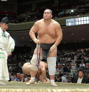 大相撲『照ノ富士』快進撃!1敗を守り単独首位に。優勝目前の明日の作戦は?