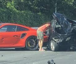 『ポルシェ』首都高でぶっ飛んで衝突事故!乗用車の夫婦が死亡【悲惨】