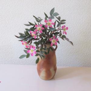 花入れ ロサ・グラウカ Vase, and Rosa glauca