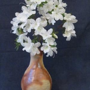 花入れ 木賊焼 つつじ Vase, and Azalea