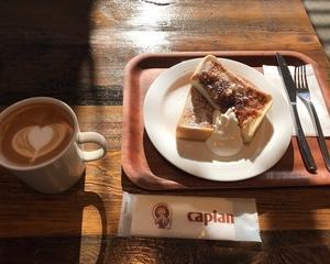 老舗コーヒー専門店でシナモントーストをいただきました。