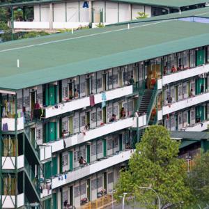 シンガポール、外国人労働者全員のPCR検査を2週間後に終了予定。