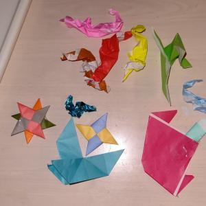 折り紙の作品をゴミとおもちゃに仕分けすること