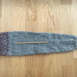 袖の編み込み模様は5本針で編むことにしました ~Save the Children