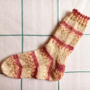 ヒールフラップの靴下、片方が編み上がりました
