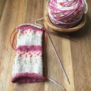 シュシュを編み始めたはいいけれど