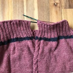 裾のゴム編みがもう少しで終わり 〜ひざ丈ロングカーディガン
