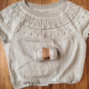 あとは裾の1目ゴム編みを残すのみ ~丸ヨークセーター