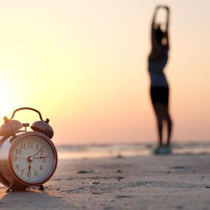 【生活】「早起きは3文の徳」は本当か?朝型のメリットと早起きの秘訣