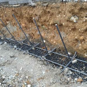 土留めとしてのブロック塀③:鉄筋の切断と立ち上げ