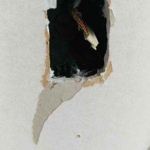 石膏ボードの穴を塞ぐ方法:DIYの基礎作業
