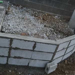 ブロック塀による土留め2回目②:C-10ブロック30個を一日で積む