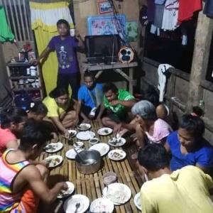 【新型コロナウィルスによって国民の500人に1人が死亡】 ~そして、結局、コロナ渦にも影響がある貧富の差、、   (#フィリピン感染状況 #アメリカ感染状況 #世界最長のロックダウン #家庭内感染を防げないスラムの状況 #フィリピンで続く対面授業の禁止と教育格差 #コロナ感染者数と死亡者数 #日本におけるワクチン開発 #解散総選挙の裏情報 #国家のご都合主義 #ワクチン接種半年後に抗体84%減少)