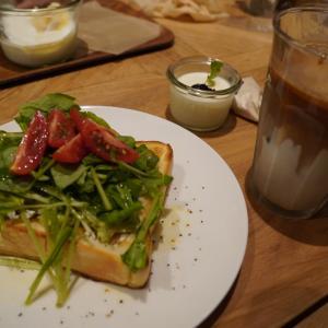 浅草・田原町:ペリカンのパン使用のお洒落な「FEBRARY CAFE」でランチタイム