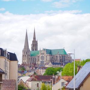 【シャルトル観光・後編】 パリから1時間。 日帰りで楽しめる世界遺産!シャルトル大聖堂の外観と旧市街