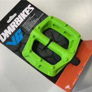 新ペダル「DMR BIKES V6」買ってみた:安価、見た目は本格的風でカッコイイ。まあ、性能とか気にしてないから、それは良いですけどね。