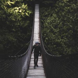 なぜ登山は登り優先?初心者が知らないと怖い山のマナー