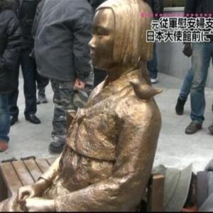 日韓関係悪化の新たな火種?少女像にひざまずく安倍首相の銅像公開へ