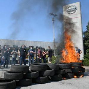スペイン政府、どんなことをしてでも日産の工場閉鎖を撤回させると表明、労働者は抗議デモ「戦争だ!」