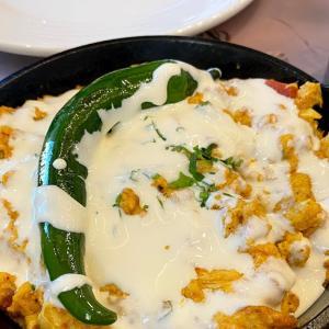 「Karak Mqanes」のシャクシューカにチーズ好き歓喜