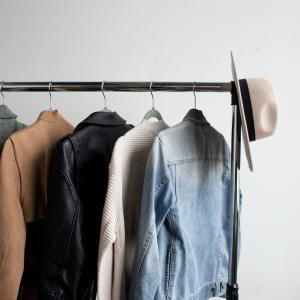 ついつい買ってしまう洋服の収納に困らないコツは?【ユニクロやGUはメルカリで売れる?】