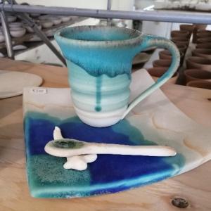 沖縄の海が再現された素敵なやちむん。青い器、うるま陶器に行ってみた。