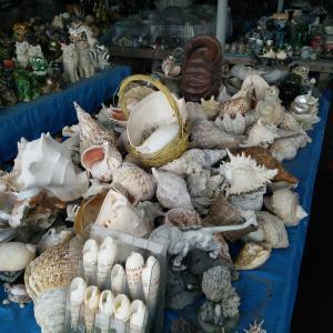 金武町いしじゃゆんたく市場は沖縄でレトロでディープなスポット