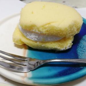 オキコパンのチーズ蒸しパンクリームサンドを食べてみた。新商品レビュー。