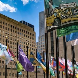 ニューヨーク愛あふれる旗が登場 ロックフェラーセンターのフラッグプロジェクト