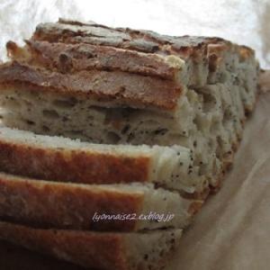BIOのパンとマルシェ袋