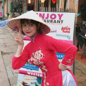 【画像】工場勤務のおっさん(49)、ベトナム人女性(25)と結婚してしまう