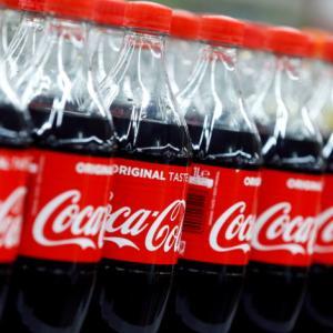 【悲報】クリロナさん、目の前からコーラのボトルを退けただけでコカコーラに4400億円の損失を出す