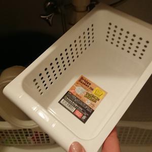 洗面台の下を100円ショップのアイテムで整理。