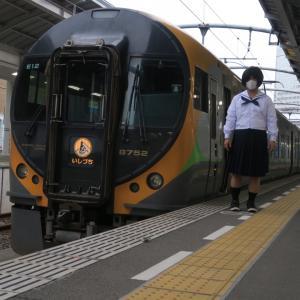 JR四国 特急列車とともに(高松駅駅)