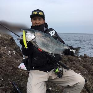 【積丹半島】こりゃデカい!60オーバーの海サクラマス!