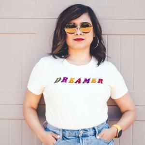 普段着としても案外イケる?|アーティストのTシャツ特集