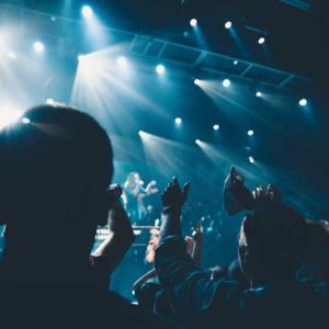 ライブハウスに愛を込め、曲を鳴らす2組 四星球とキュウソネコカミ