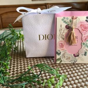 <100均ダイソー>メッセージカード書いて、Diorのプレゼント用意したけれど・・