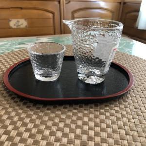 <100均ダイソー>100均主婦は極端だった、夫のために注ぎ口付きグラスとおちょこを買う