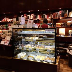 〈東京駅界隈〉【イノダコーヒ 東京大丸支店】 琥珀色の灯りの下(もと)、京都時間を楽しむ