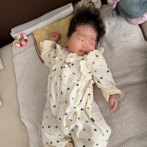 生後3ヶ月の玉遊び